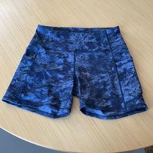 Athletic shorts size M